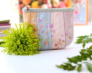 'Happy Flowers' mini-pouch